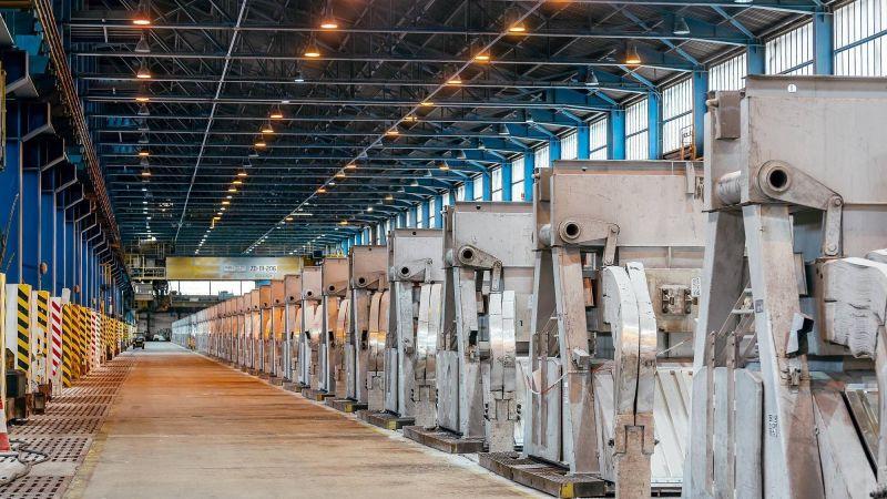 Žiarske Slovalco utlmuje výrobu. O rok budeme vedieť, či fabrika skončí, hovorí jej šéf. 1
