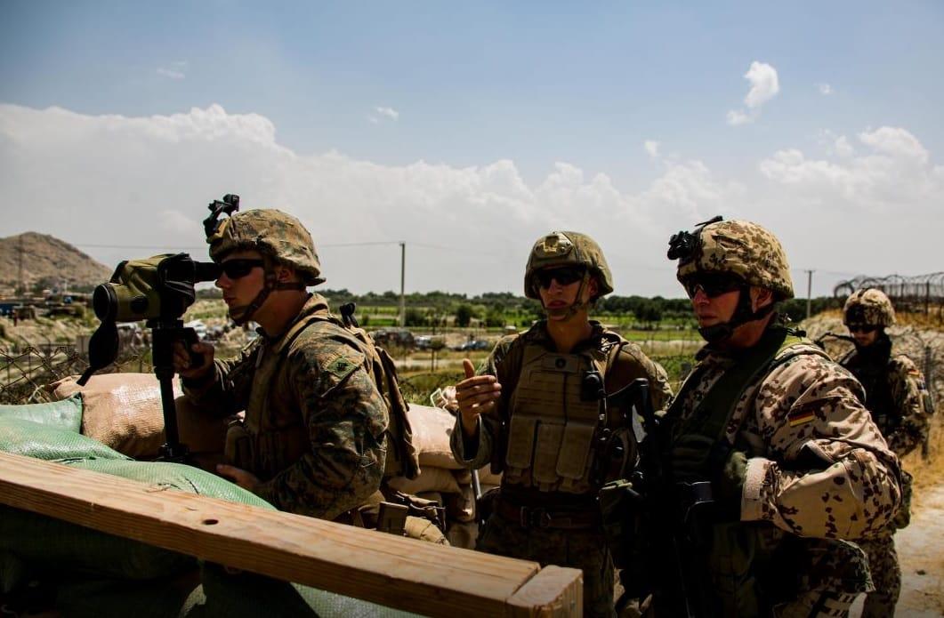 Američané zabili deset civilistů místo odvety za útok na letiště v Kábulu. Byla to chyba, připustil generál. 1