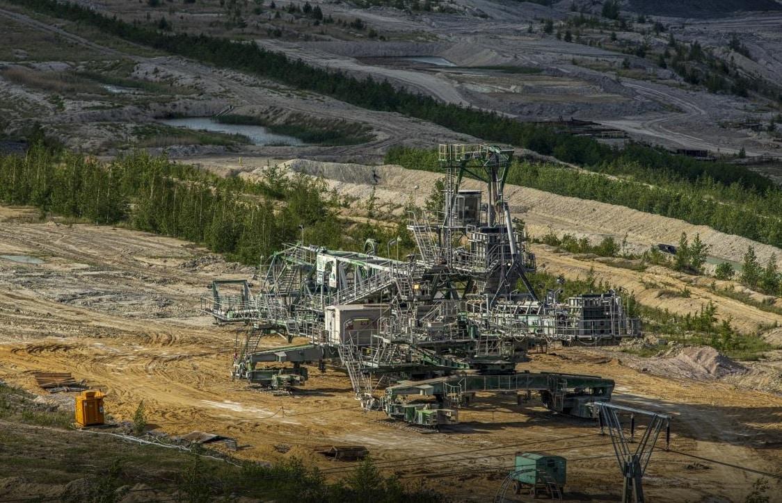 Polsko musí za těžbu v Turówě platit pokutu půl milionu eur denně. Šéf PGE očekává, že se těžit bude dál. 1