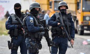Napětí na hranicích Srbska a Kosova roste, Bělehrad poslal obrněné vozy. 6