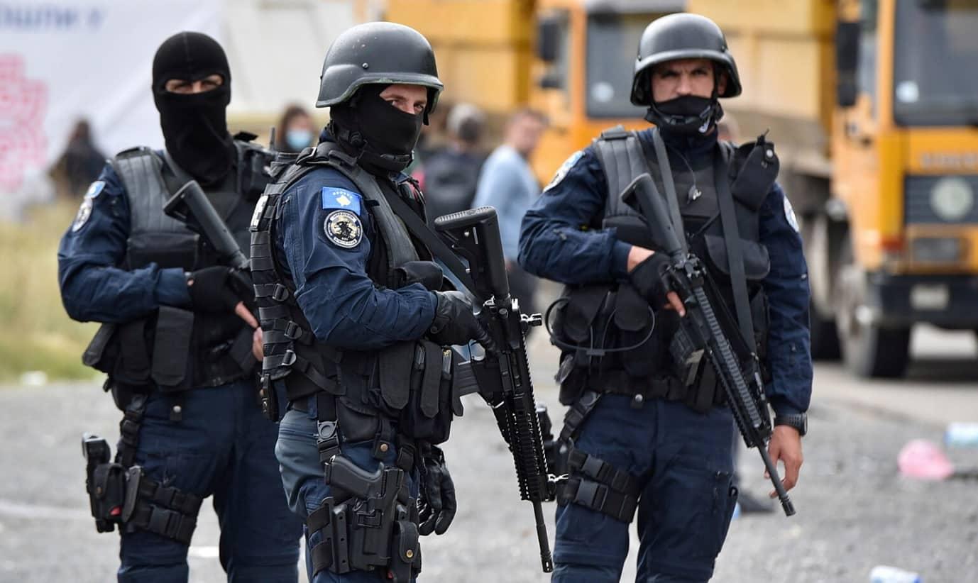 Napětí na hranicích Srbska a Kosova roste, Bělehrad poslal obrněné vozy. 1