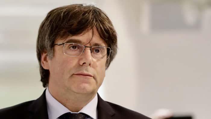 Na Sardínii zadržali bývalého katalánskeho premiéra Puigdemonta. 1