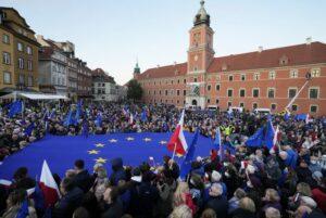 Súdny dvor EÚ ide na Poľsko tvrdo: Nariadil krajine platiť milión eur za každý deň sporu o nezávislosti súdnictva. 6